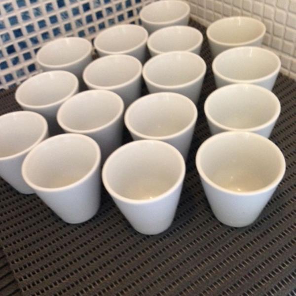 16 copinhos de porcelana para caldinho
