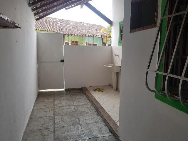 Alugo casa 2 quartos com garagem no galo branco