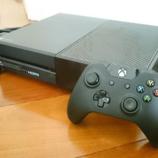 Xbox one de 500gb (preto) + 4 jogos