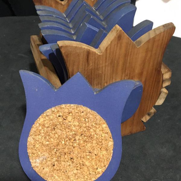 Porta copos formato de flor de madeira e cortiça