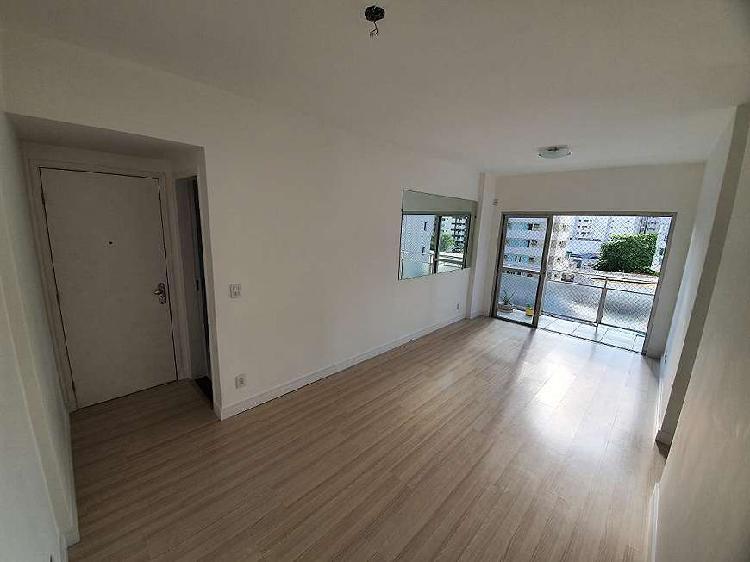 Apartamento para venda tem 80 metros quadrados com 2 quartos