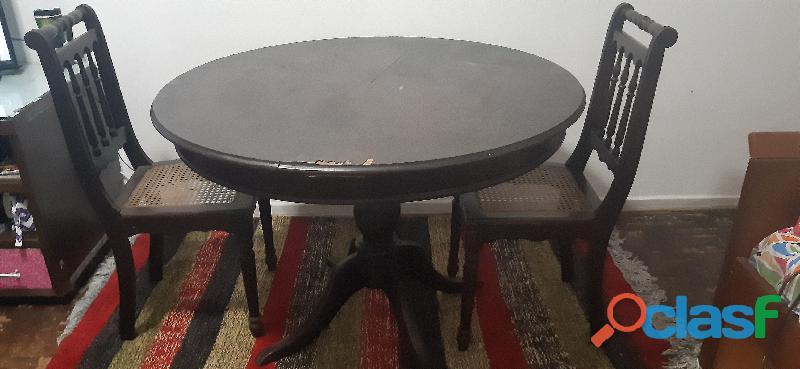 Mesa de jantar antiga