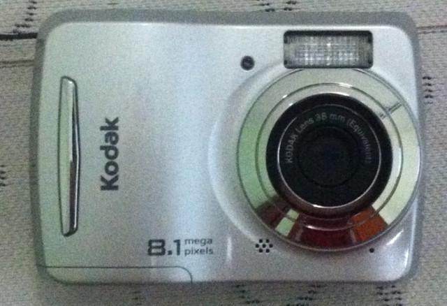 Câmera digital kodak c122 8.1mpx + cartão de memória 1gb