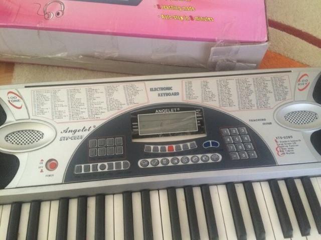 Piano musical eletronico teclado troco vendo