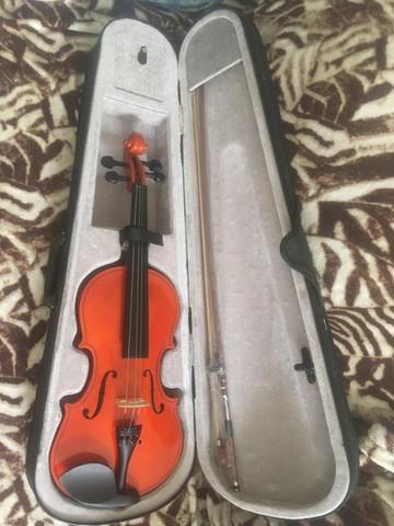 Violino acoustic 4/4 com estojo e arco, nunca usado