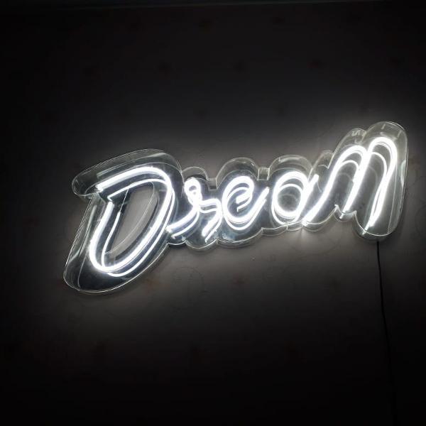 Letreiro em leds neon/ dream