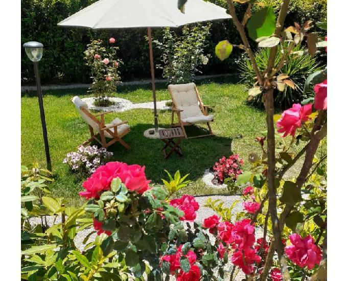Linda casa com jardim