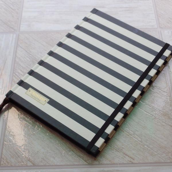 Caderno 1/4 com elástico e marcador de páginas (novo)