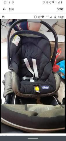 Carinho de bebê com bebê conforto