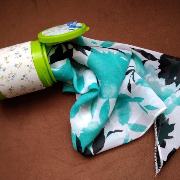 Duo lenço verde acqua & preto floral + porta objetos