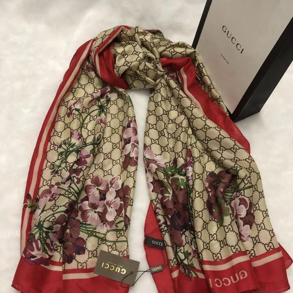 Echarpe lenço gucci floral com vermelho seda pura