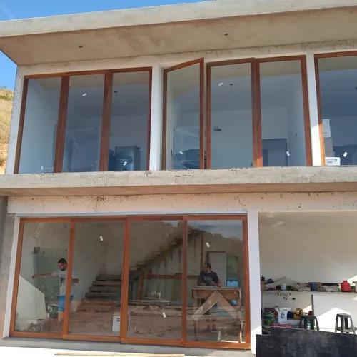 Portas e janelas madeira e vidro