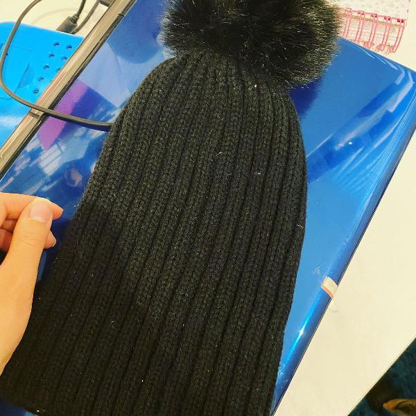 Gorro ou touca preta inverno tricot com pompom