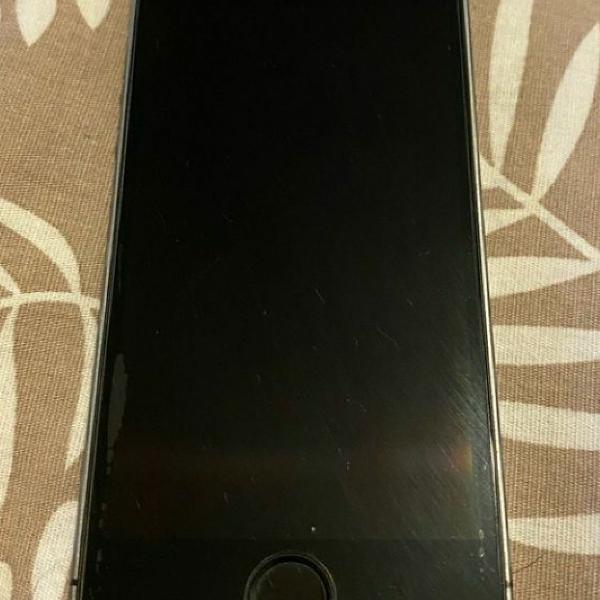Iphone 5s, está com capinha, carregador , caixa e chave
