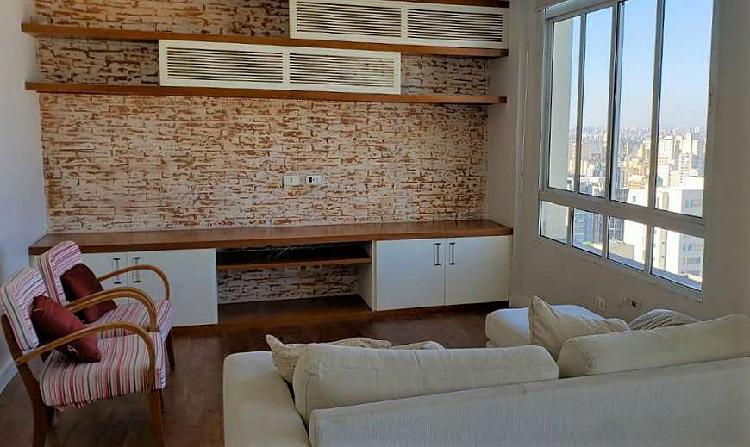 Apartamento mobiliado em andar alto 1 suíte próx. metrô