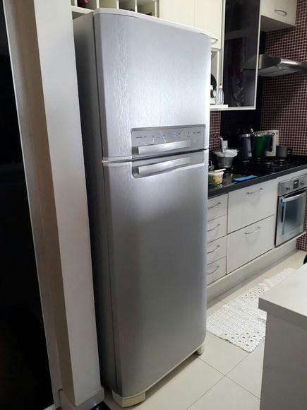 Envelopamento de geladeira textura aço inox escovado