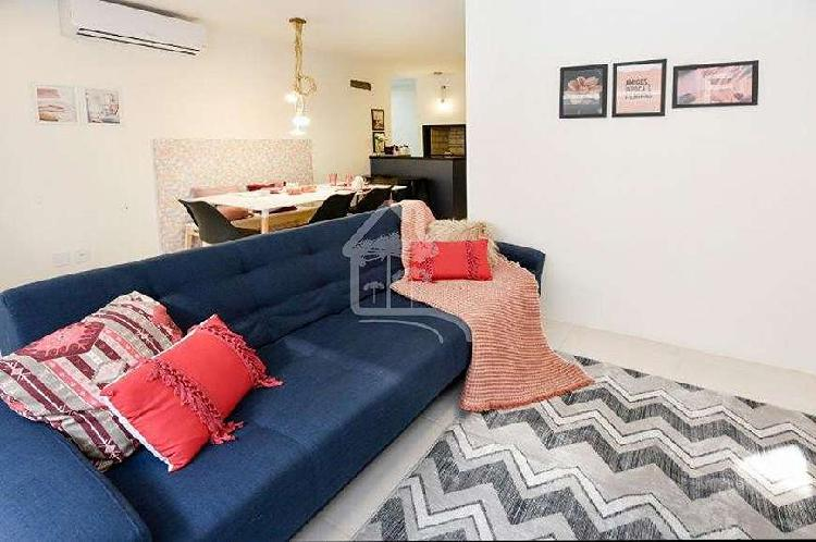 Linda casa em condomínio horizontal