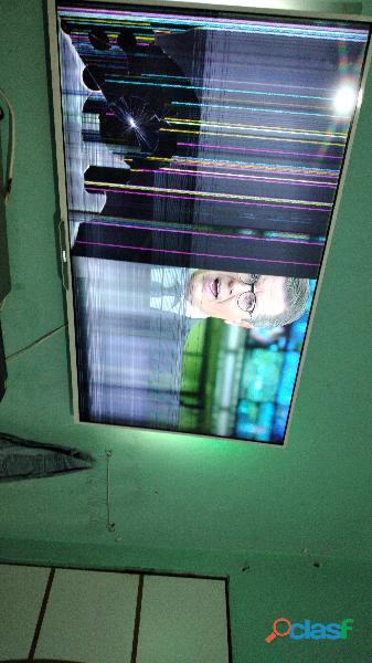 Smart TV Philips ambilight 47 polegadas com listras na tela