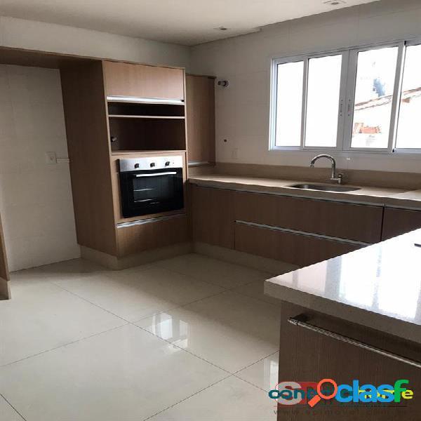 Sobrado de 135 m² em condomínio, 2 suítes e 2 vagas na vila dom pedro ii