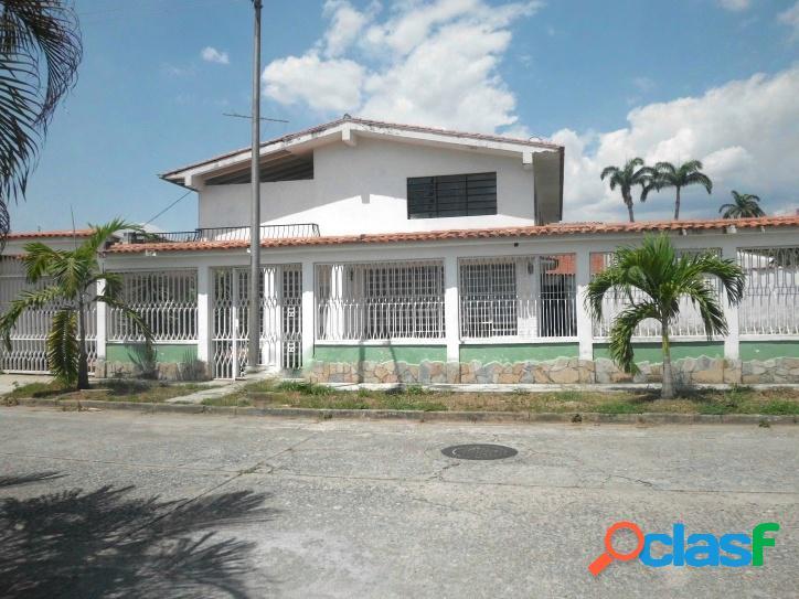 Venta de amplia casa urbanización santa cecilia valencia (600 m2
