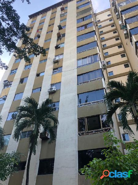 Venta de amplío apartamento en valles de camoruco. 109,19m2