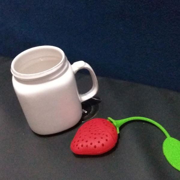 Caneca cerâmica e porta chá