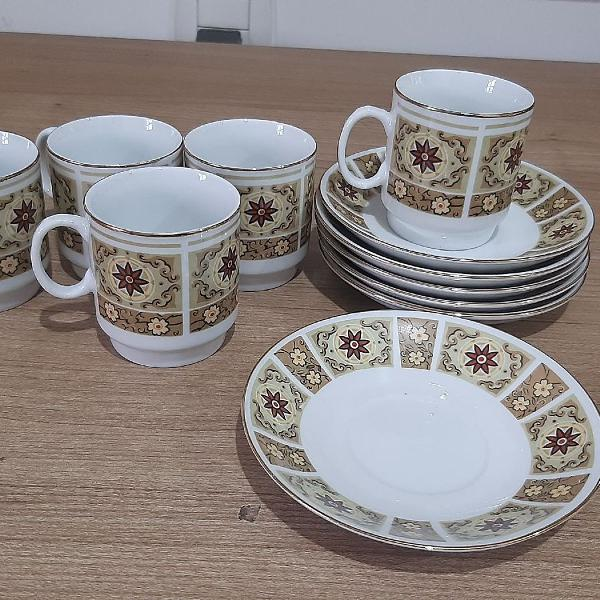 Conjunto de porcelana para café ou chá