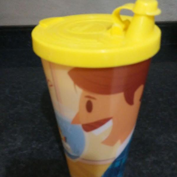 Copo plástico super prático!