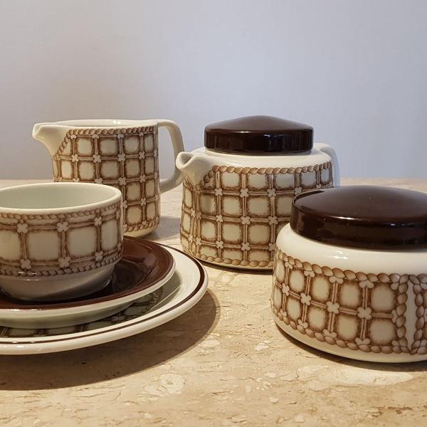 Conjunto chá e bolo de porcelana