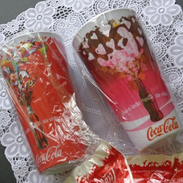 Copo da coca-cola cor de rosa