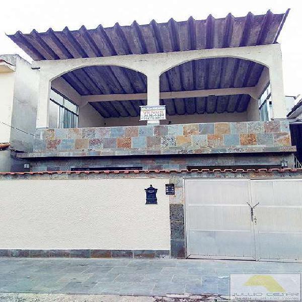 Boa casa duplex frente de rua sala 4 quartos e terraço.