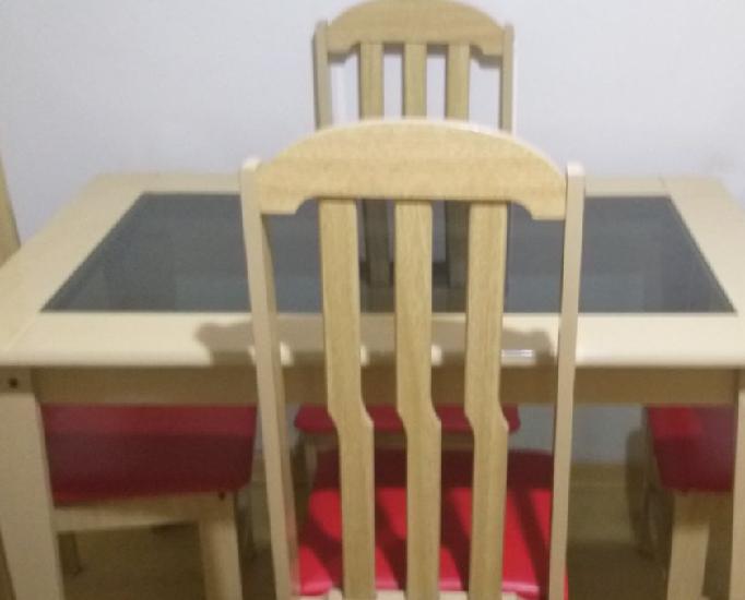Mesa de Jantar com 4 cadeiras Cor: Marfim
