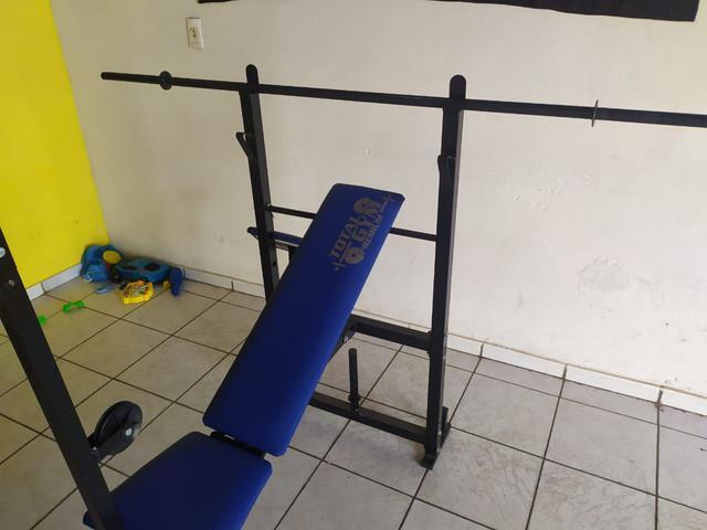 Academia particular total gym + mas uma barra cheia de