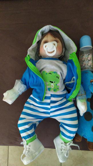 Bebe reborn menino realista boneca reborn + girafa+mamadeira