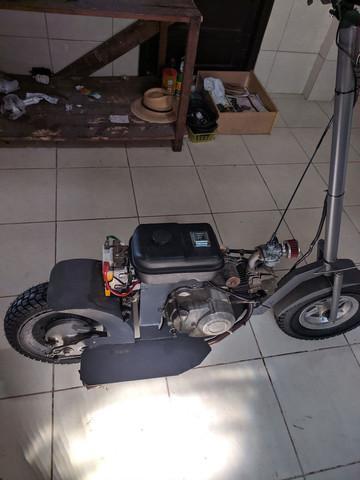 Patinete motor de biz partida eletrica e pedal.leia a