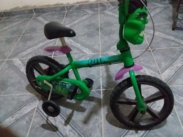 Vende-se ou troca-se bicicleta infantil semi nova