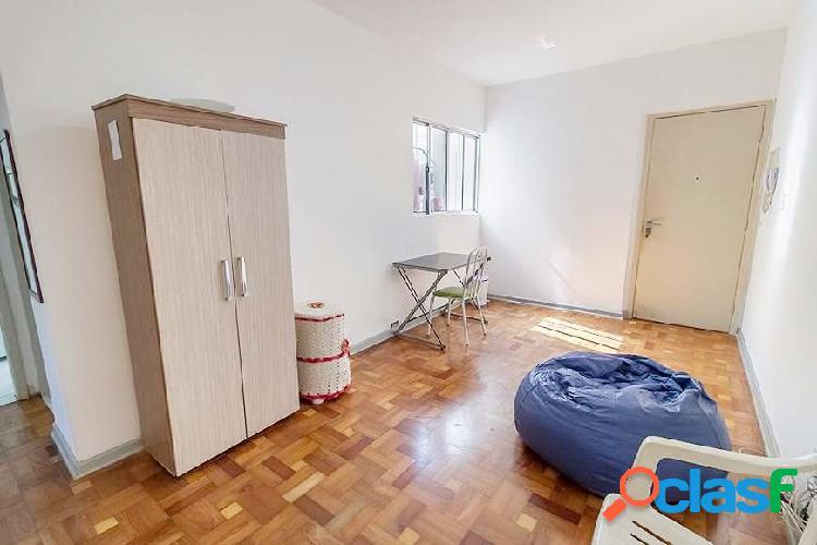 Apartamento de 2 quartos à venda em rua tranquila de pinheiros
