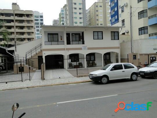 Apartamento com dois dormitórios para locação de temporada na meia praia