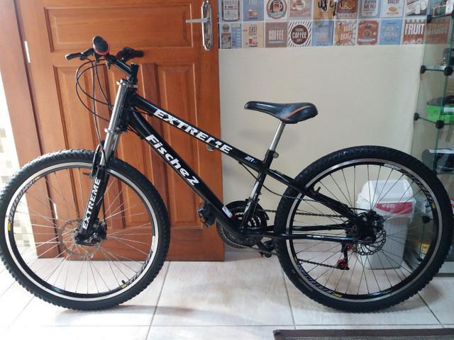 Bicicleta aro 26/21marchas freios à disco.