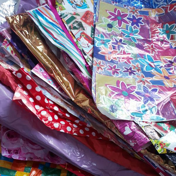 Caixas de isopor e pacotes para presentes
