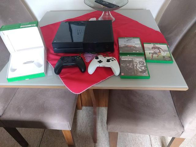 Xbox one 2 manetes e vários jogos