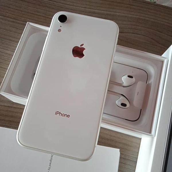 Iphone xr branco 64gb semi novo