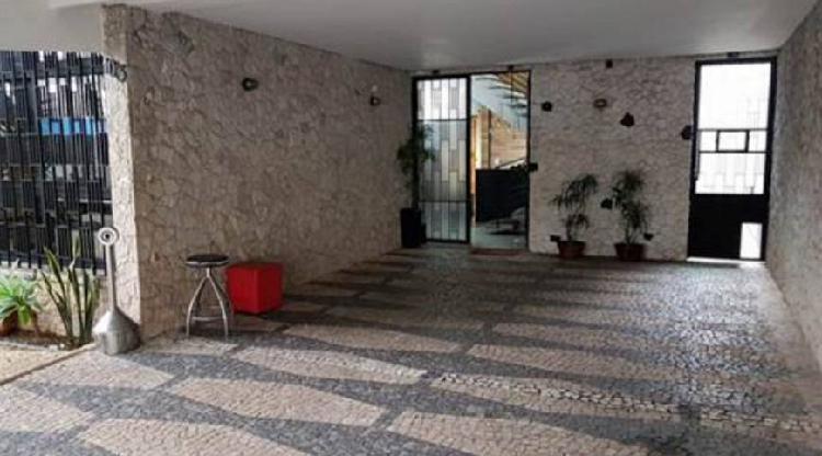 Casa comercial para aluguel e venda possui 369 metros