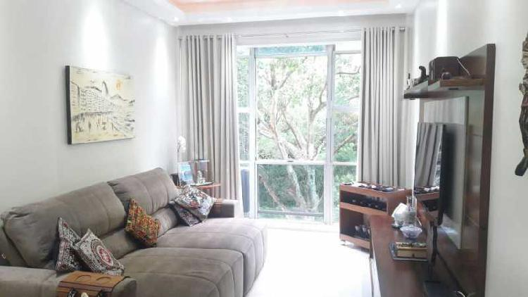 Corretor de imóveis vende excelente apartamento de luxo com