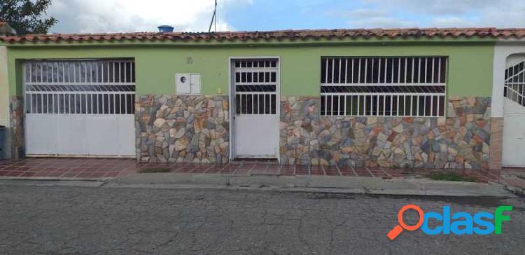 Hermosa casa en venta en san joaquín urbanización los bucares
