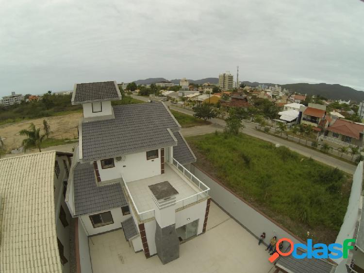 Casa espetacular no Perequê a poucos metros do mar