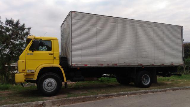 Caminhão bau p/ transportes transferências