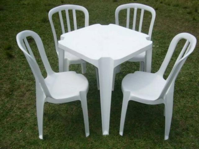 Locação de mesas e cadeiras plastica branca