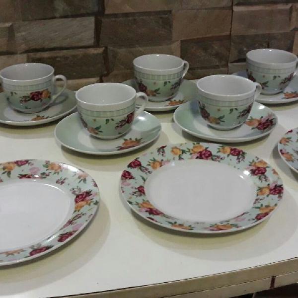 Conjunto de 5 xícaras chá e 3 pratos sobremesa porcelana