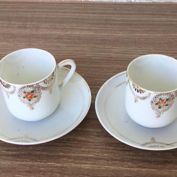 Conjunto de duas xícaras de cafe de porcelana antigas